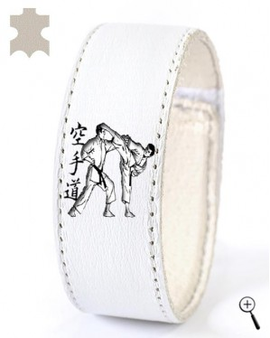 White magnetic leather bracelet with drawing karate grip (details)